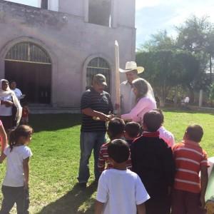 Entrega de huerto familiar en Acuitzio