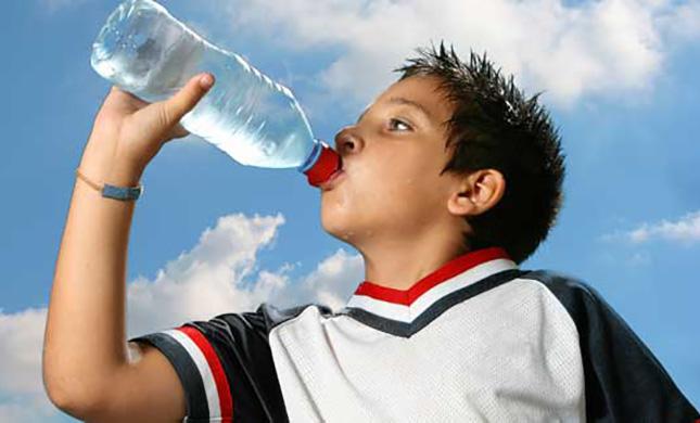Resultado de imagen para tomar agua