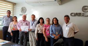 Directores del ITLP y del CIATEJ en la firma del convenio