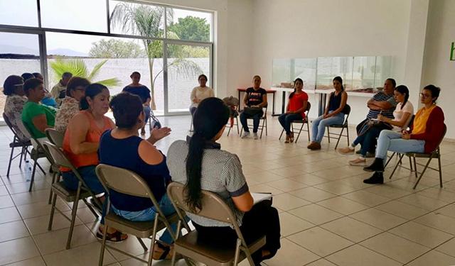 Mujeres reciben capacitación empresarial en Ecuandureo